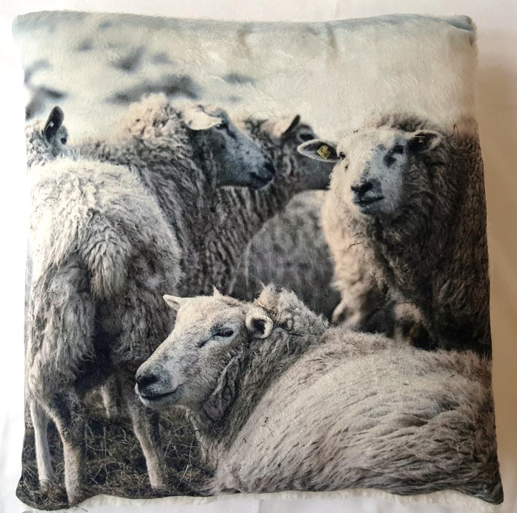Home collection Dekorační polštářek s beránkem - stádo ovcí 45x45cm