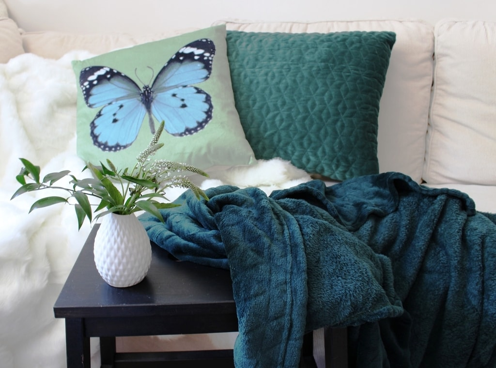 Home collection Plyšová deka s reliéfem trojúhelníčků 125x150 cm - Chladná béžová