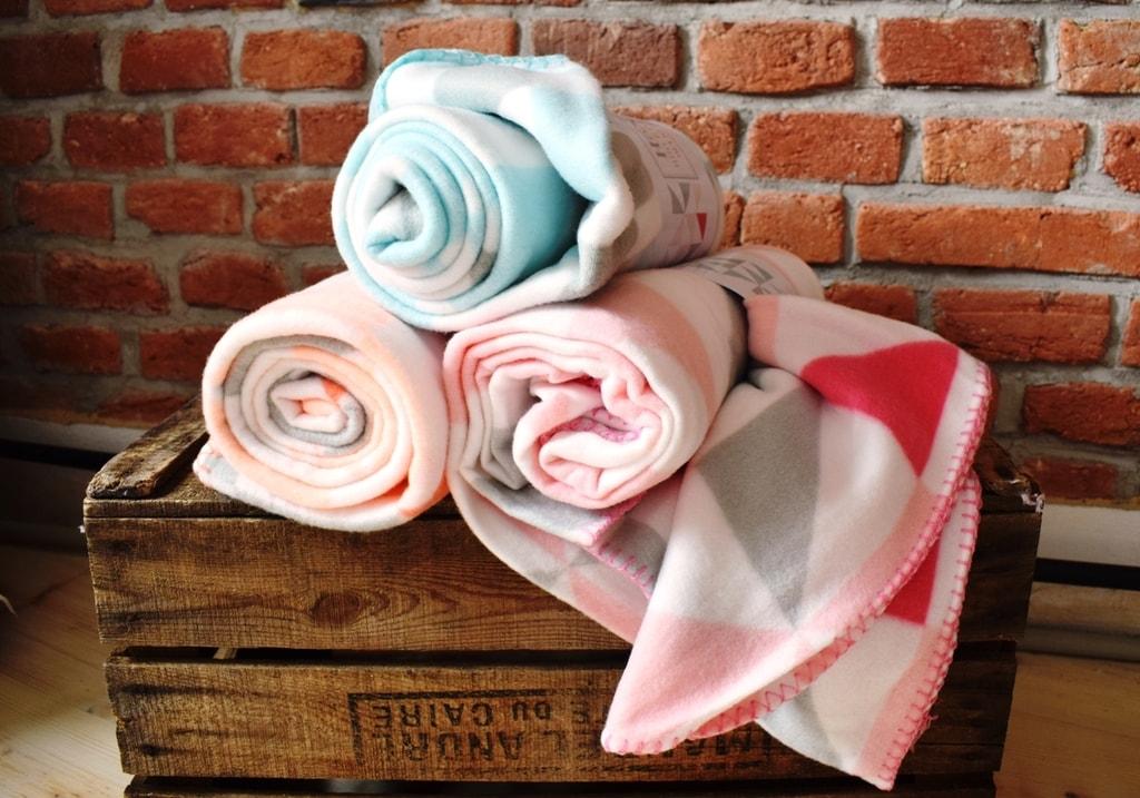 Home collection Fleece deka s barevnými trojúhelníky 130x160 cm - Růžová