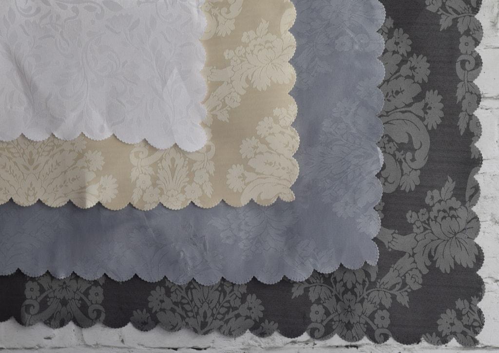 Home collection Ubrus s květinovými vzory - bílý 180x130 cm