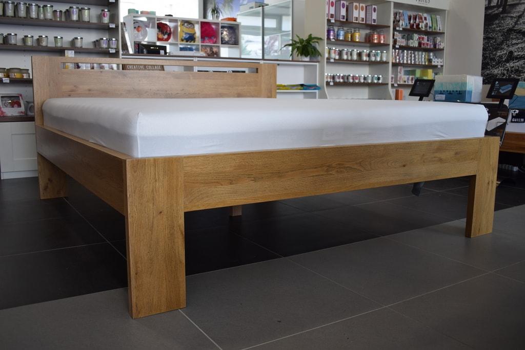 Oak´s Dubová postel Esbjerg dub extra reliéf, přírodní moření, vodní lak - 200x200 cm